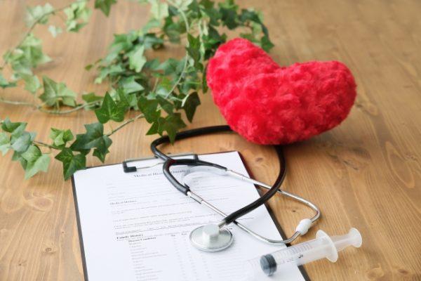 がんの死亡者数とがん保険の加入率
